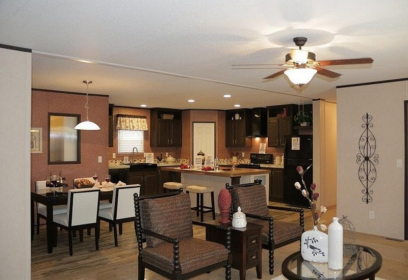 Fleetwood-Berkshire-32684G-Living-Room-and-Kitchen-2
