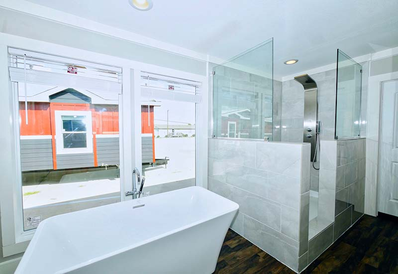 M2-6832-Master-Bathroom